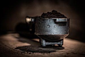 kawa sypka w naczyniu