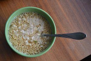 zupka chińska w talerzu