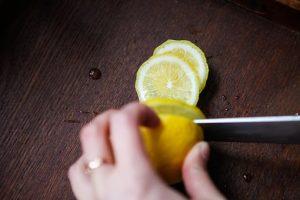 krojenie cytryny