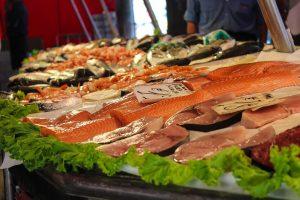 stoisko z rybami morskimi